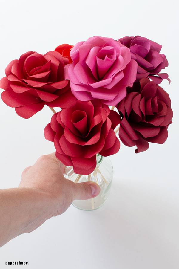 DIY paper rose tutorial: lovely paper flowers for every occasion #papercraft #paperflower #paperdiy #paperrose