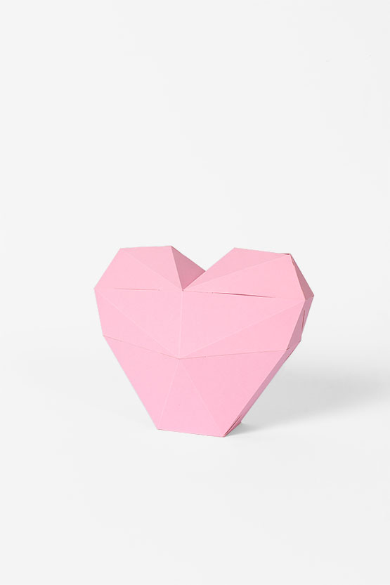 Deco 3d paper heart: super easy to craft with no glue. You can use it as a gift or geometric heart box | PaperShape #heart #papercraft